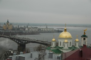 Jonction Volga et Oka avec la cathédrale Nevski à gauche