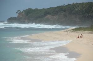 Plage avec mer agitée à Port Resolution