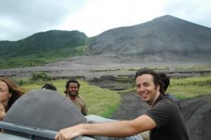 Nous laissons le volcan derrière nous...
