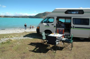 Arrêt déjeuner au bord du lac Tekapo