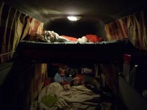 Voici notre environnement nocture dans le van.