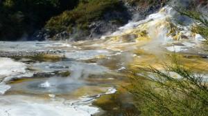 couleurs vives et petits geysers