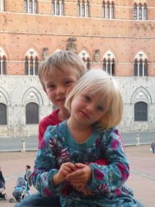 Deux magnifiques sur la Piazza del Campo de Sienne