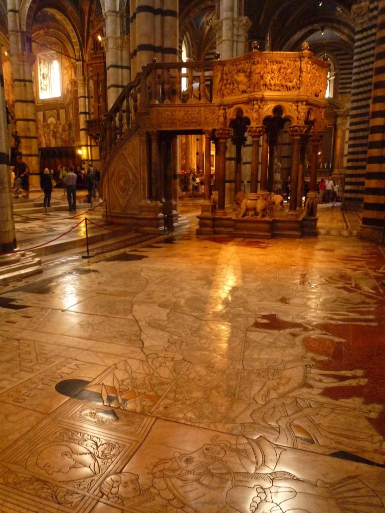 Marqueterie de marbre dans le Duomo