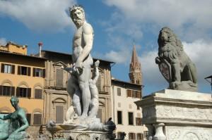 Richesse des sculptures de la Piazza della Seignoria
