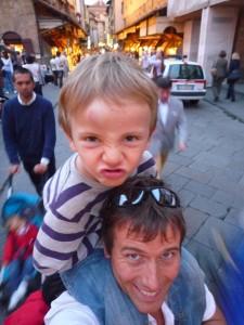 Hommes sur le Ponte Vecchio
